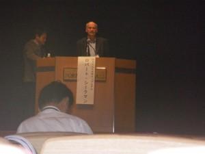 スポーツ分科会で講演するドイツのロバートシークマン教授