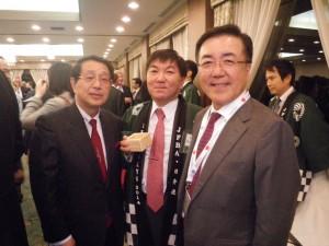 村越日弁連会長、事務所の澤野弁護士と松本楼の会場で